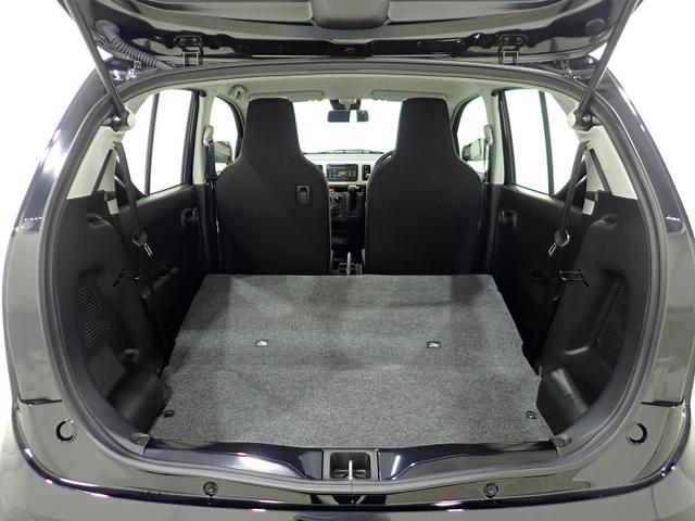 リヤシートを前方に倒すことで荷室スペースを広げることが可能です。大きな荷物を乗せることも出来ますよ。
