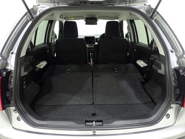 後席シートを前方に倒すことでさらに荷室が広くなります。お買い物等での大きな荷物もしっかり積めますよ。