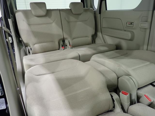 シートアレンジ次第でフラットモードに。車内でのんびりくつろぐのに便利ですね!