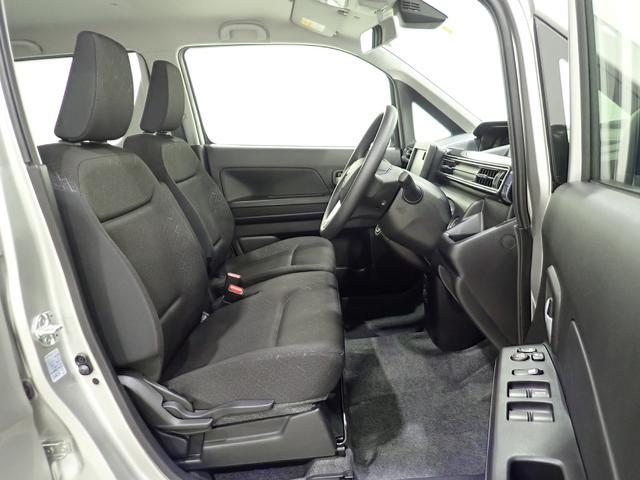 運転席と助手席になります。使用感も少なく綺麗ですよ。