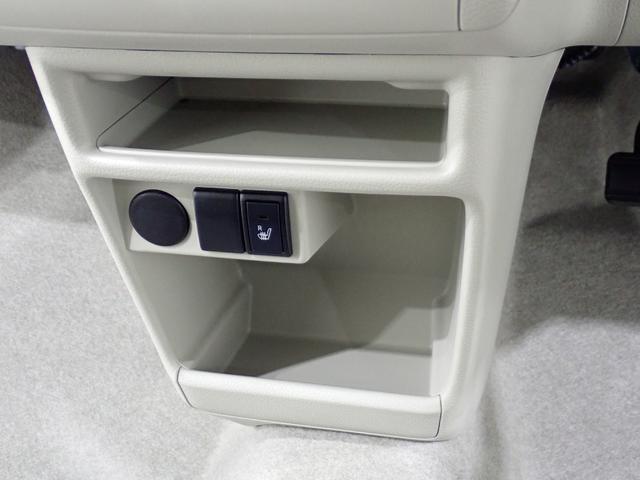 助手席インパネボックスとドリンクホルダーになります。この他多数の収納スペースが用意されております。