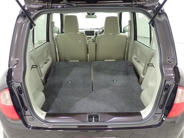 後席を前方に倒すことでさらに荷室スペースが広がります。お買い物等での大きな荷物も積載可能です。