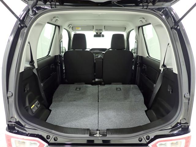 後席は独立して可倒するので、乗車人数に合わせたシートアレンジが可能となっております。