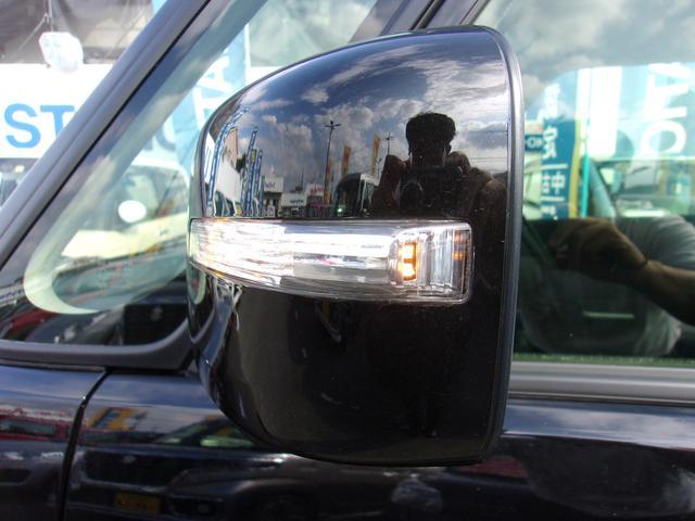 他車からの視認性UPに役立つドアミラーウインカー♪