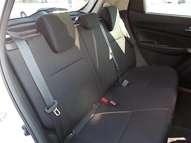 後席には『3点式シートベルト』を装備!!後席の方もシートベルト着用ですよ!!