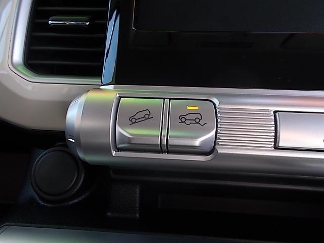 フルタイム4WDです!!4WDの走行モードはコチラのスイッチで期入り変え可能です!