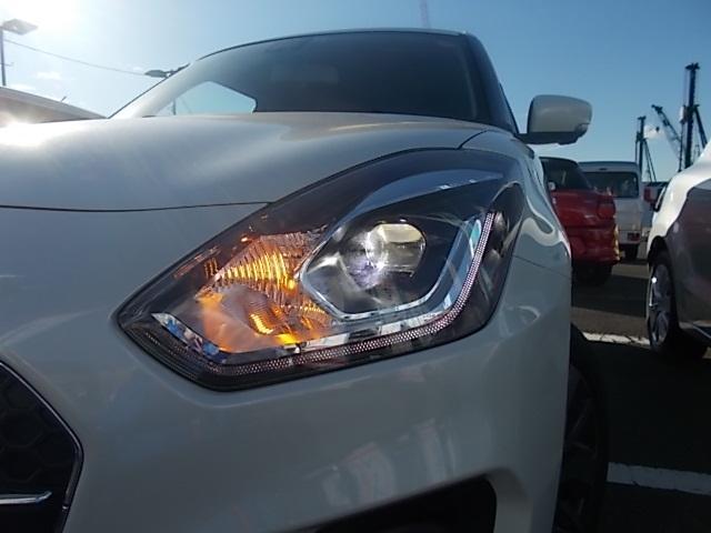 照射性能に優れ省電力で長寿命な『LEDヘッドランプ』を装備!!夜のドライブには欠かせないアイテムです。