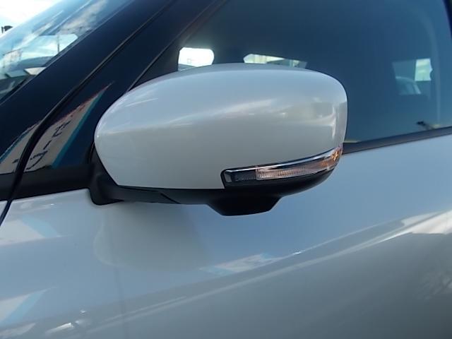 LEDターンランプ付リモコンドアミラーを採用!!見た目がお洒落なだけではありません。周囲からの視認性を高める安全装備でもあります!!
