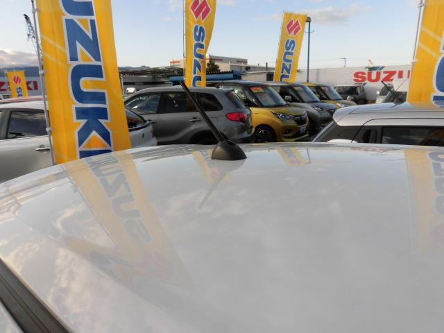 ラジオアンテナは『ルーフアンテナ』を採用しています!!洗車機等に入れる時は折りたたんでください。