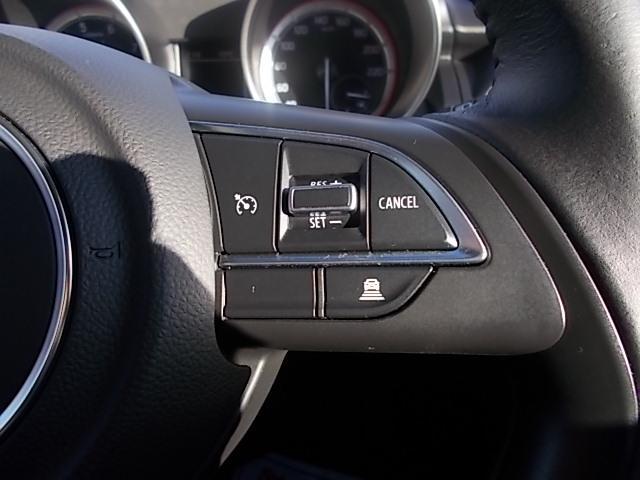 高速道路などで便利な『アダプティブクルーズコントロール』!!時速40Km〜100Kmであらかじめ設定した速度をキープし、先行車がいる場合は車間距離を保ちながら自動的に加減速します。