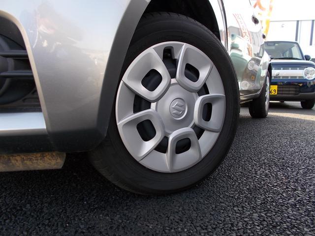 タイヤは15インチサイズになります!!ホイールキャップが装着されています。