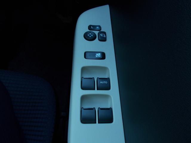 L 当社指定ナビ5万円引 デュアルセンサーブレーキサポート 後退時ブレーキサポート オートライトシステム 電動格納式リモコンドアミラー マニュアルエアコン キーレスエントリー(31枚目)