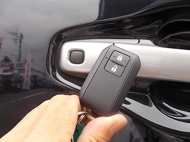 先ほどのリモコンを持ってればドアノブのスイッチ押すだけでドアの開錠・施錠もできちゃうのです!結構便利な装備でしょ?