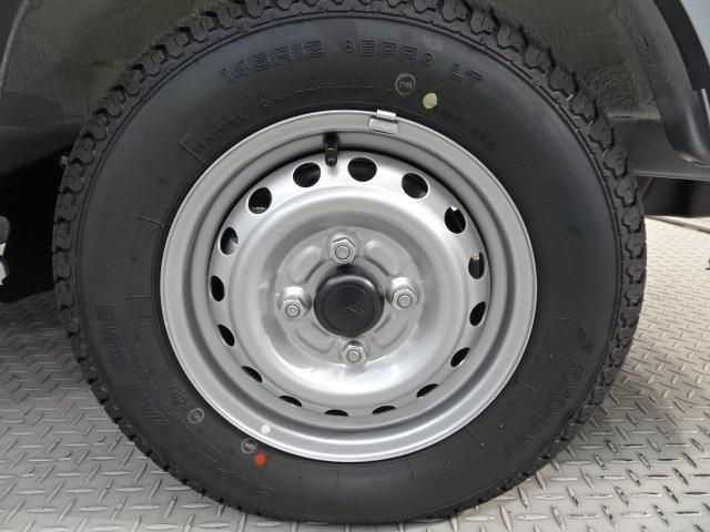 ベースグレード 4WD マニュアル車 届出済未使用車(5枚目)