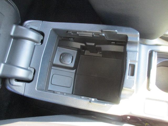 2.0i-Sアイサイト 禁煙1オーナー車 アイドリングストップ 衝突被害軽減 車線逸脱警報 全車速追従型クルーズ SDナビ1セグTV CD DVD USB Bluetooth ETC ドラレコ ハーフレザー電動シート HID(11枚目)