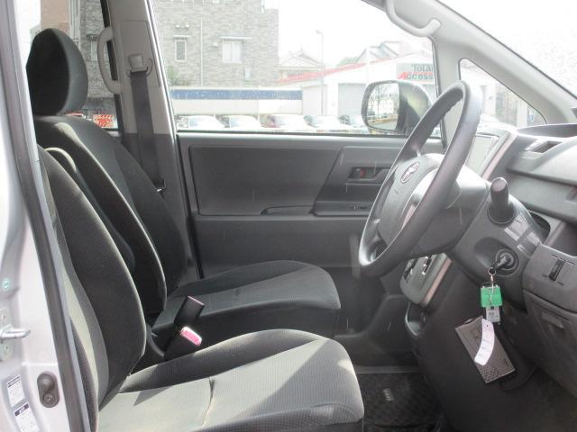 トヨタ ヴォクシー X 4WD・左側パワースライドドア