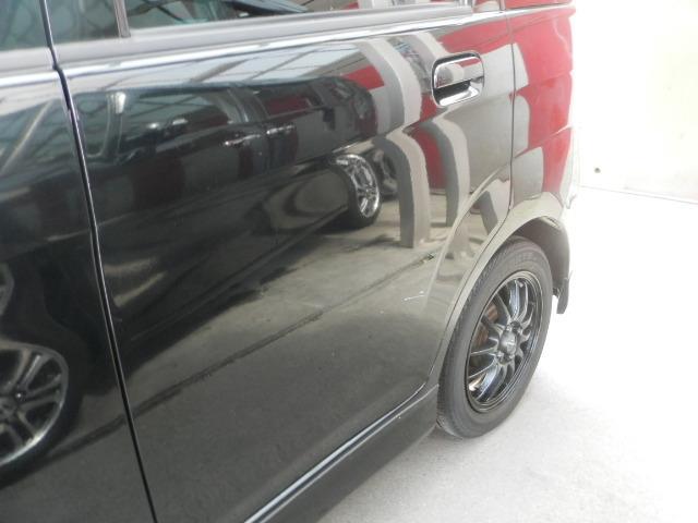 車検や整備、鈑金塗装でお預かりする際には無料で代車をご用意させて頂いておりますのでお気軽にお申し付け下さい。お仕事用のバンもあります。(要予約)