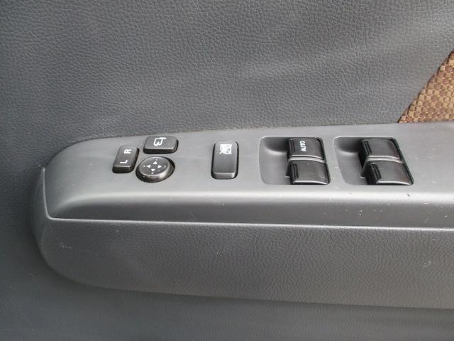 操作しやすいオートエアコンで車内の空調管理も楽にできます☆