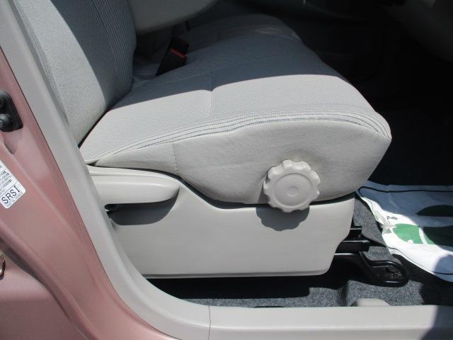 前席は肘掛けもあるので、ゆったりと運転していただけるはずです♪