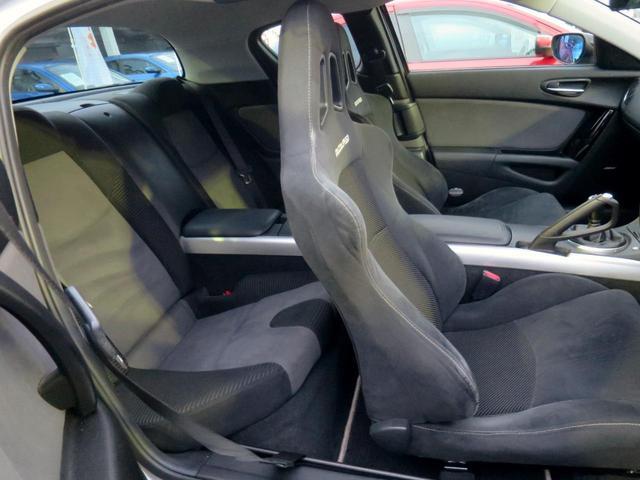 高いホールド性と座り心地を両立させた3Dネットスポーツシートを特別装備しています!!