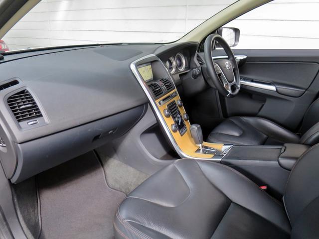T6 AWD SE 黒革・純正ナビ・バックカメラ・ETC(7枚目)