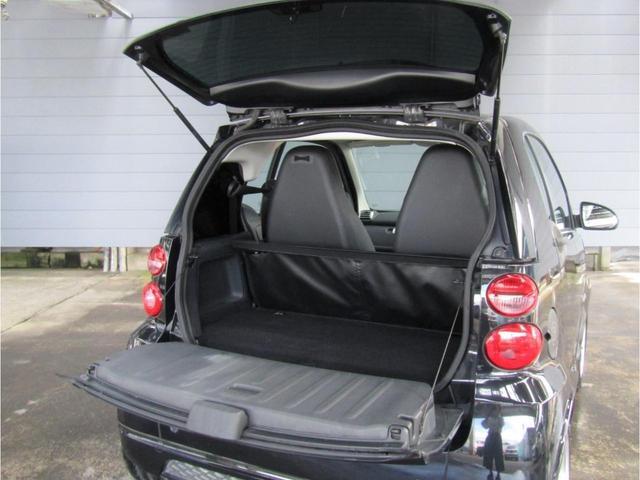 smartはトランクの開け方が2段階になっています!広々トランクルームの使い方は貴方次第です!