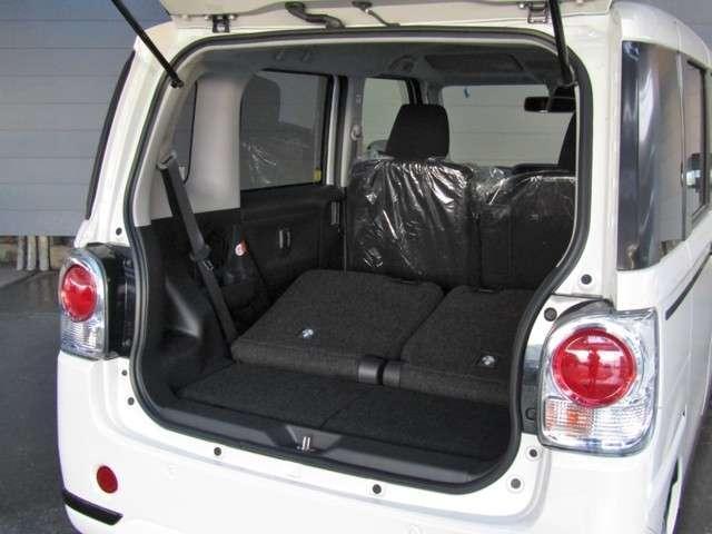 後部座席を倒せば、広大な荷室となります♪キャンバス一台で様々な使い方ができますよ♪♪