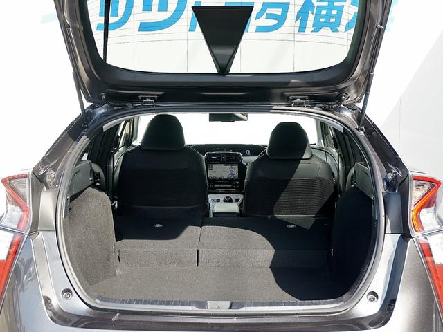 広くて多機能で使いやすい!便利な6:4可倒式シートです。収納と乗車人数のバランスに優れています。シートのレイアウトを変えるのも簡単です。