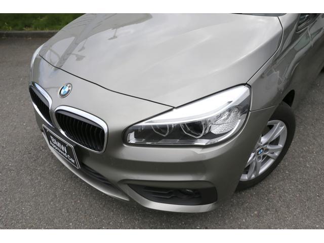 BMW/MINIを熟知したメカニックによる、100項目の納車前点検。ドイツ本国と同様の教育・訓練を受けたメカニックが、100項目にも上るポイントを徹底的に点検、整備した後にお客様にお引渡しします。