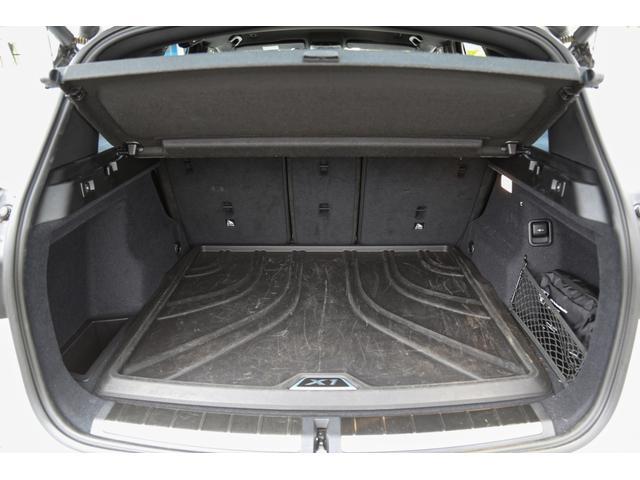 車内を素早く設定温度に調整し、自動的に室内温度の維持と風量調節を行います。一定以上の大気中の有害物質を感知すると自動的に内気循環モードに切り替わるAUC。