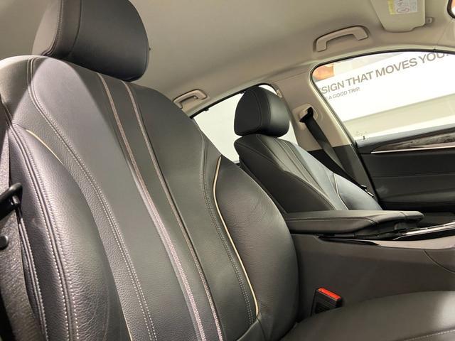 523iラグジュアリー 弊社下取車 1オーナー 禁煙 ブラックレザーシート トップビューカメラ 全方位センサー オートトランク 18インチAW 全席シートヒーター 衝突軽減ブレーキ Bluetooth/USB 前車追従機能(4枚目)