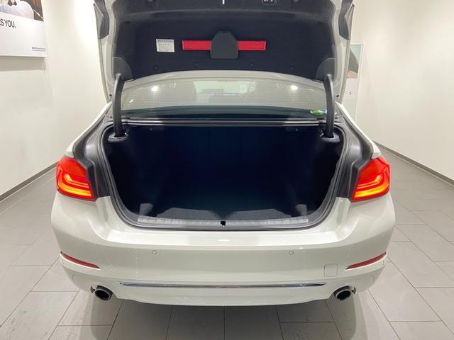 523iラグジュアリー 弊社下取車 1オーナー 禁煙 ブラックレザーシート トップビューカメラ 全方位センサー オートトランク 18インチAW 全席シートヒーター 衝突軽減ブレーキ Bluetooth/USB 前車追従機能(14枚目)