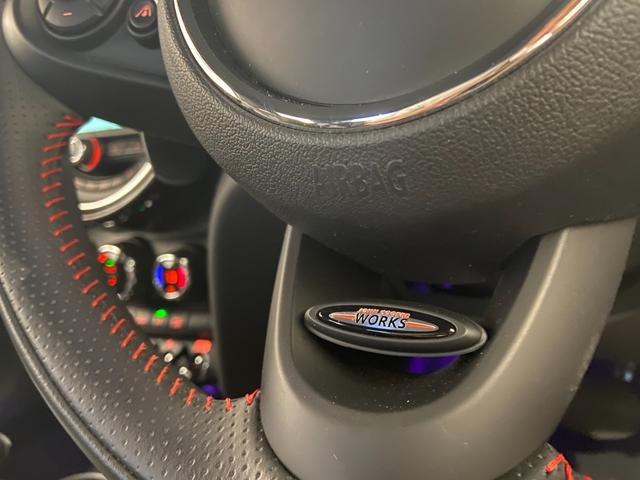 クーパーS エナジェティックスタイル 禁煙 17インチAW BLKホイール JCWステアリング ブラックジャックルーフ ボンネットストライプ 衝突軽減ブレーキ ETC搭載ミラー 純正HDDナビ LEDヘッドライト(4枚目)
