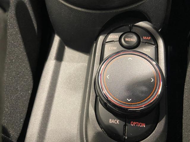 クーパーS エナジェティックスタイル 禁煙 17インチAW BLKホイール JCWステアリング ブラックジャックルーフ ボンネットストライプ 衝突軽減ブレーキ ETC搭載ミラー 純正HDDナビ LEDヘッドライト(27枚目)