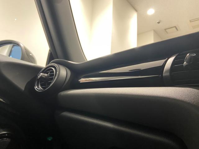 クーパーS エナジェティックスタイル 禁煙 17インチAW BLKホイール JCWステアリング ブラックジャックルーフ ボンネットストライプ 衝突軽減ブレーキ ETC搭載ミラー 純正HDDナビ LEDヘッドライト(34枚目)