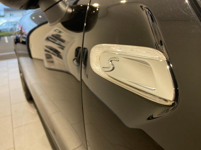 クーパーS エナジェティックスタイル 禁煙 17インチAW BLKホイール JCWステアリング ブラックジャックルーフ ボンネットストライプ 衝突軽減ブレーキ ETC搭載ミラー 純正HDDナビ LEDヘッドライト(44枚目)