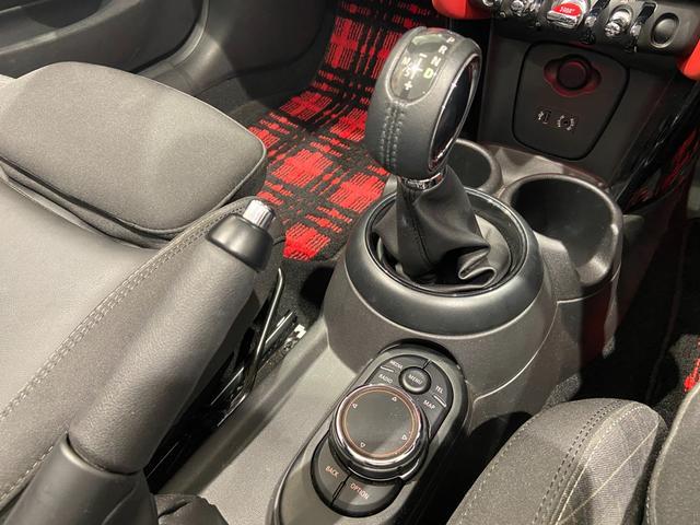 クーパーS コンバーチブル ハーフレザーシート 禁煙車 ブラックジャックルーフ LEDヘッドライト シートヒーター バックカメラ 後方センサー コンフォートアクセス アンビエントライト クルーズコントロール Blutooth(28枚目)