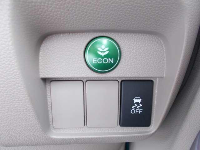 燃費を抑えるECON、横滑りを防ぐVSA等のスイッチ類は運転席の右側、手の届きやすい位置にあります