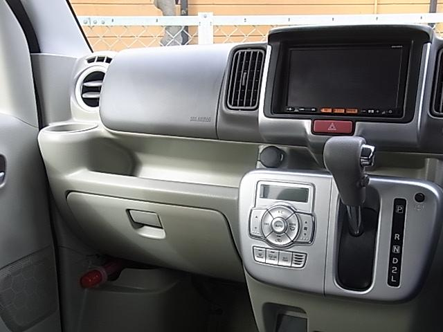 地デジTV[フルセグ&ワンセグ自動切換]/SDカード/USB/Bluetooth接続対応ナビゲーションシステムや音声タイプETC車載器などオプション装備を含め充実の装備内容となっております!!