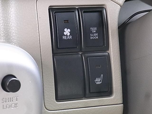 オートエアコン[リヤヒーター付]や運転席シートヒーター、マルチインフォメーションディスプレイ[平均&瞬間燃費/航続可能距離表示他]、マップランプ、ラゲッジルームランプなどその他、多数装備!!