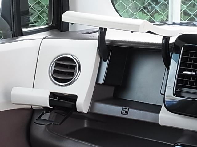 ドルチェG 後期型 TURBO 禁煙 ナビTV ETC DVD再生 Bluetooth接続可 インテリキー 本革巻ステアリング レザーシート 純正AW プライバシーガラス HID フォグ オートライト 1年保証付(4枚目)