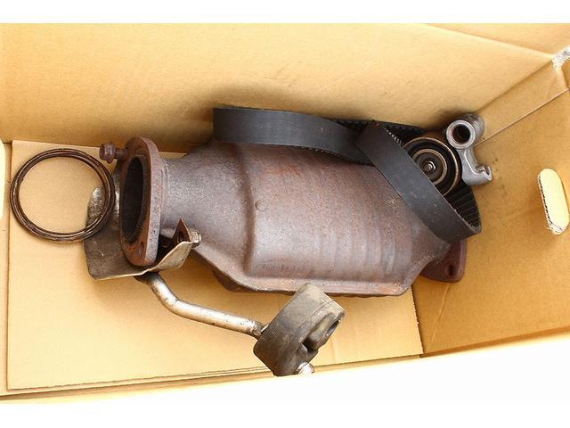 タイミングベルトは交換後、5000キロ使用。純正パーツも有ります。