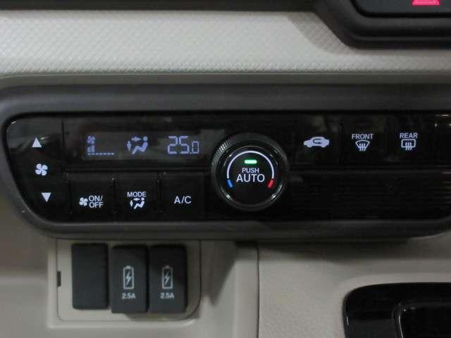 自動で室内の温度設定をしてくれるオートエアコンを装備♪
