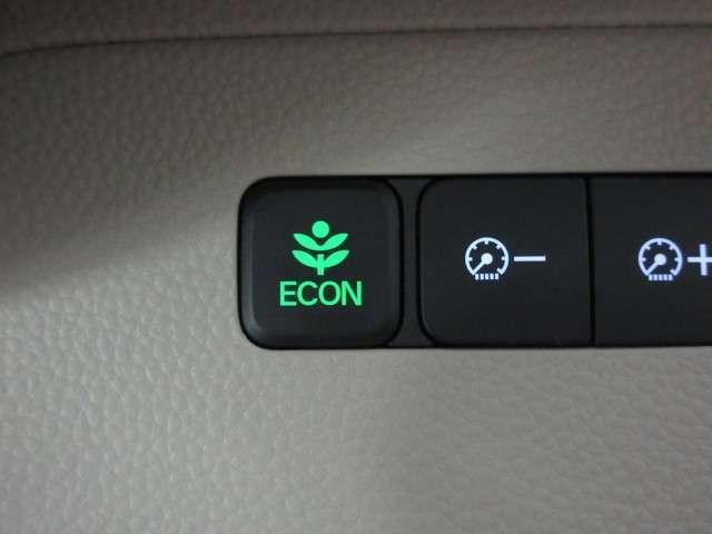 ご存知ECONスイッチを装備!エアコンとパワー出力を抑えてよりエコなドライブを可能にする魔法のスイッチです!