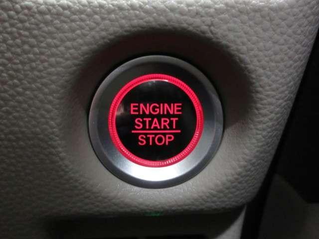 プッシュエンジンスタートですので、鍵はカバンの中に入れたままエンジンをかけることが出来ます!