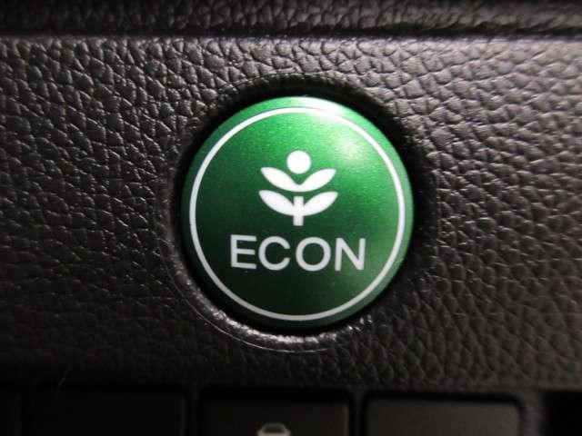 エンジン出力とエアコン出力を抑えてよりエコなドライブをアシストしてくれるECONボタンも装備しております!