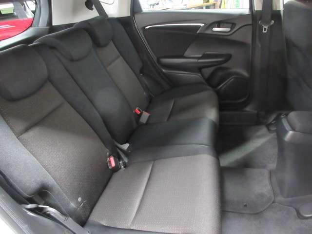 全身を包み込むような形状のシートです 体をしっかりとホールドしてくれるので長距離ドライブでも疲れ辛いです!