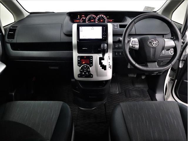 ZS 4WD 両側電動スライド アルミホイール メモリーナビ フルセグ 後席モニター DVD再生 バックカメラ ミュージックプレイヤー接続可 HIDヘッドライト ワンオーナー スマートキー 盗難防止装置(3枚目)