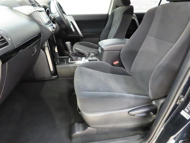 しっかりとしたホールド感と包まれるような座席面の高さが魅力のフロントシートです。