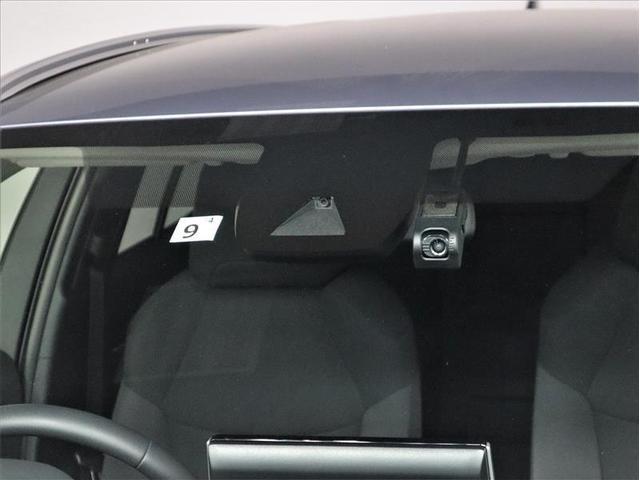 S 衝突被害軽減システム 18インチアルミホイール バックカメラ ドラレコ LEDヘッドライト スマートキー 盗難防止装置 ETC 横滑り防止機能 オートクルーズコントロール 記録簿 乗車定員5人(7枚目)